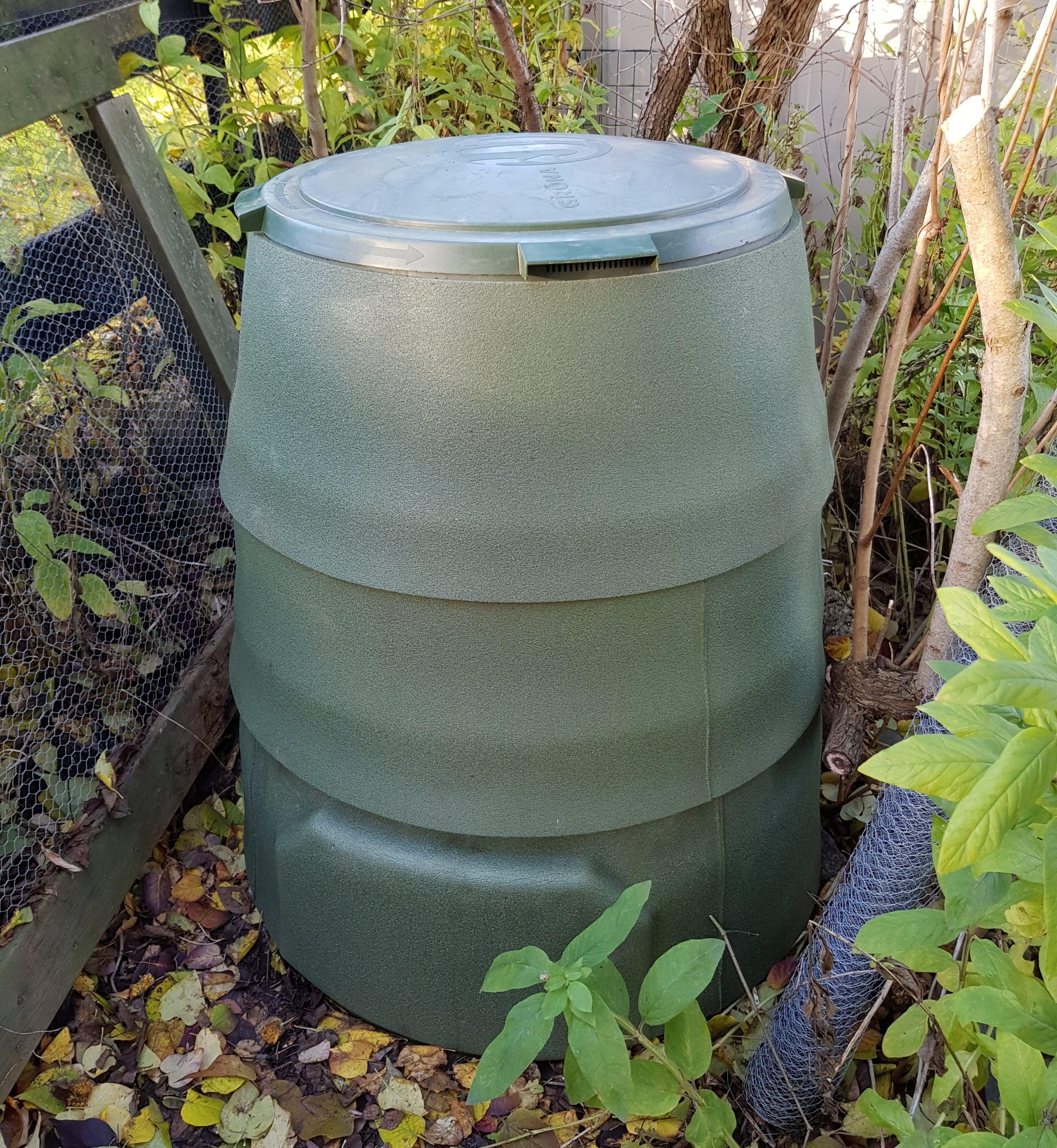 Varmkompost med vinterfrakk er klar for kulda