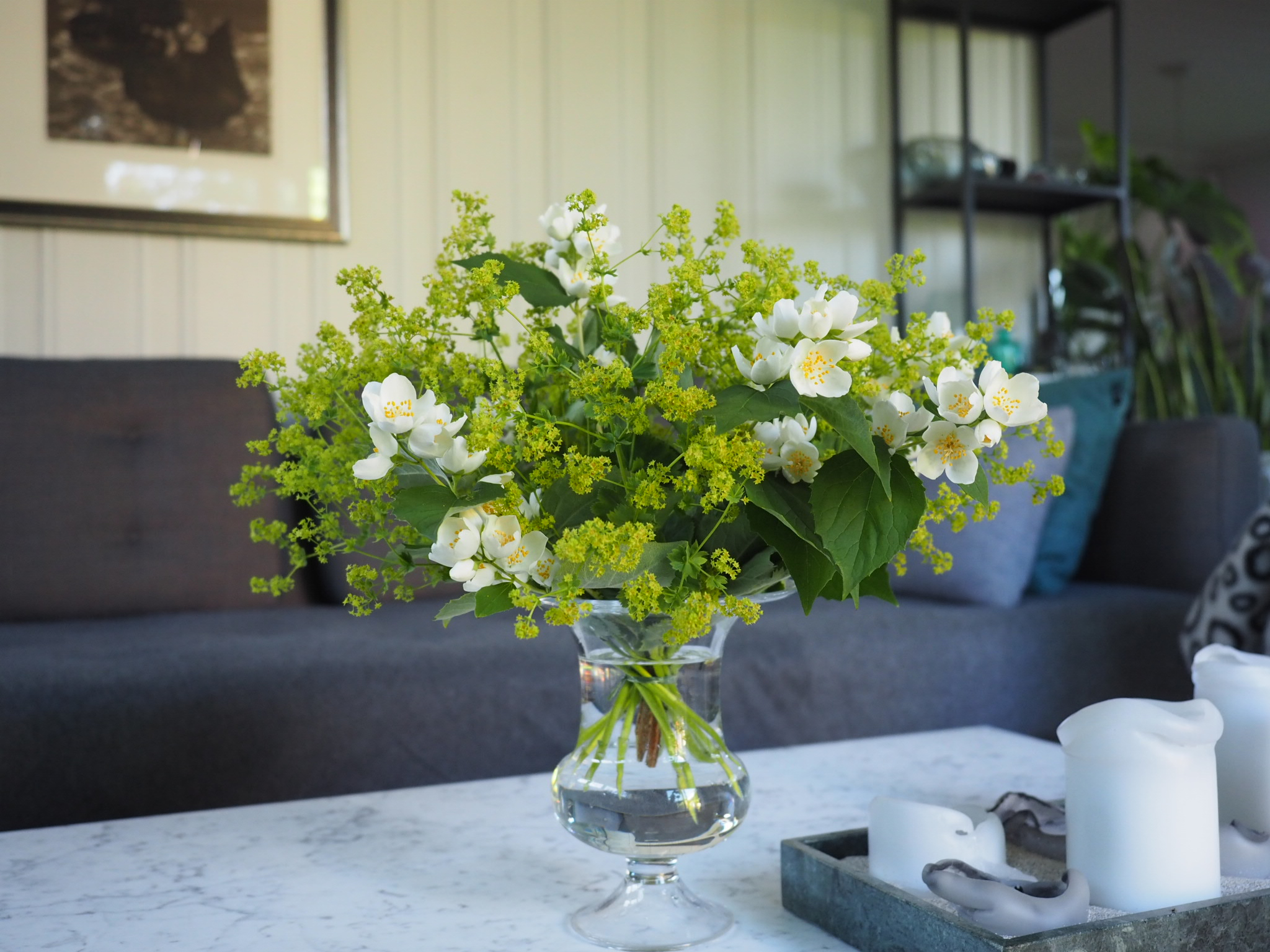 En bukett med blomster i dagens favoritter.