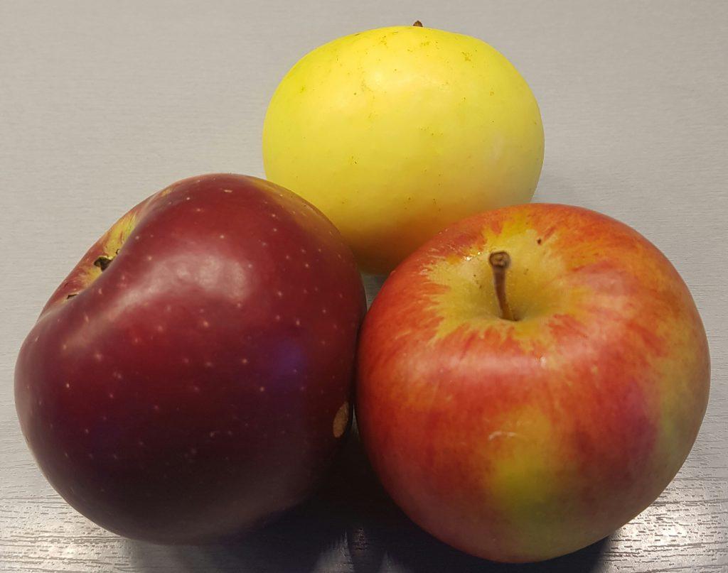 3 sorter eple fra samme tre. Gule øverst er orginal.