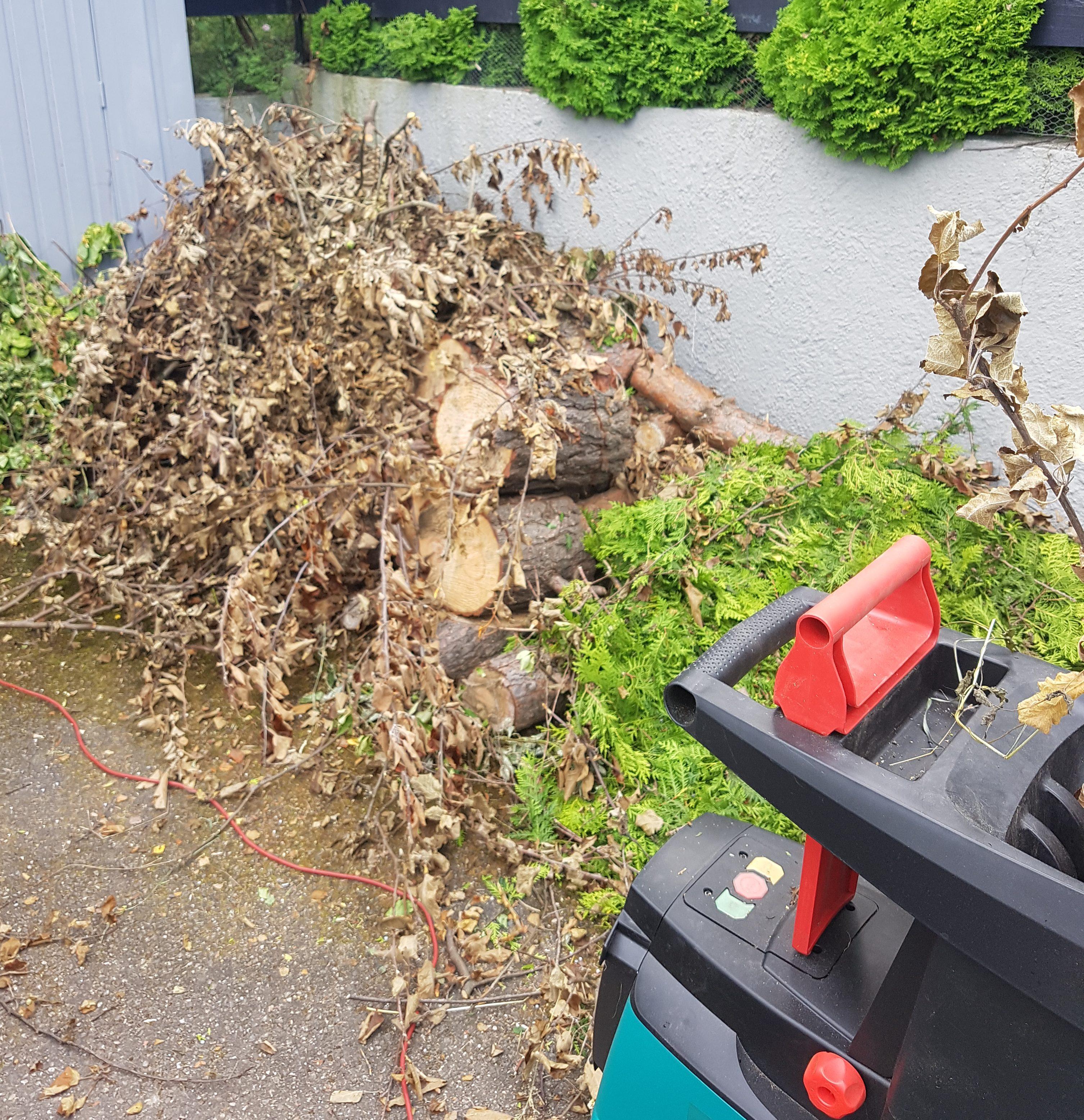 Kompostkvern og gjenbruk gjør underverker i hagen.