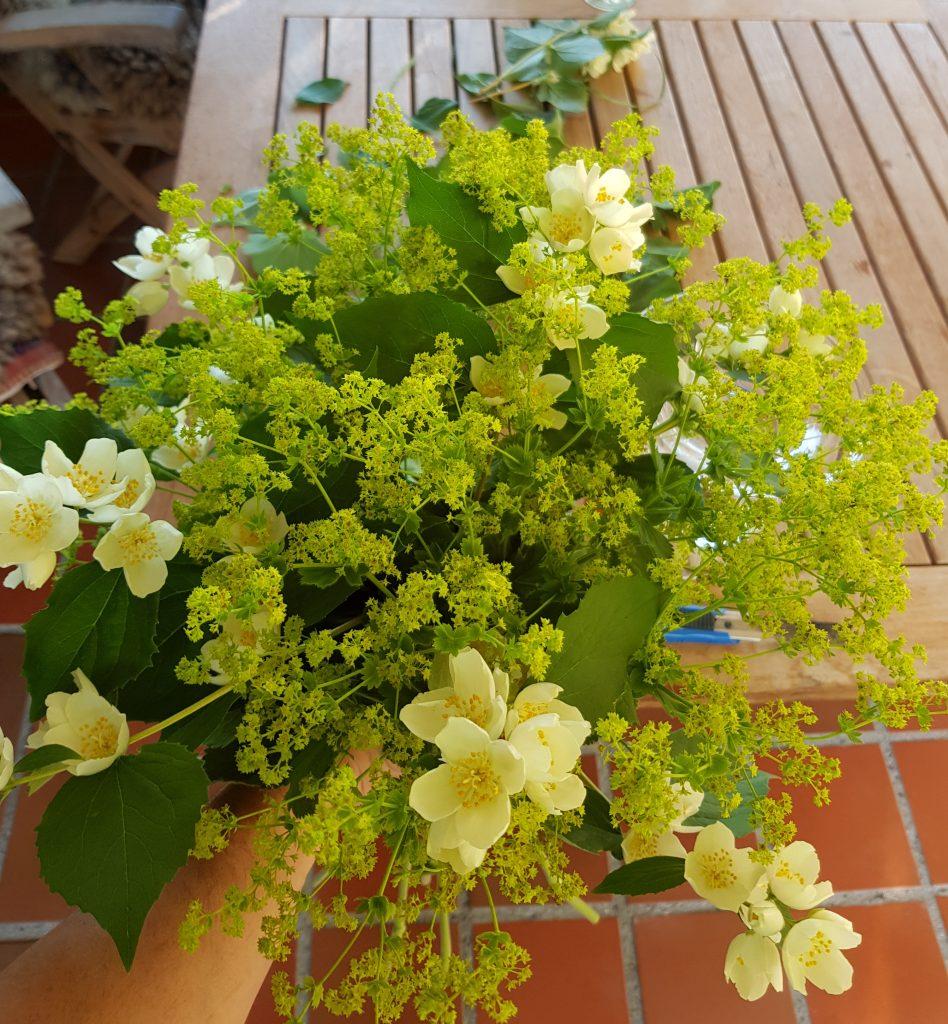 Bukett med sommerblomster