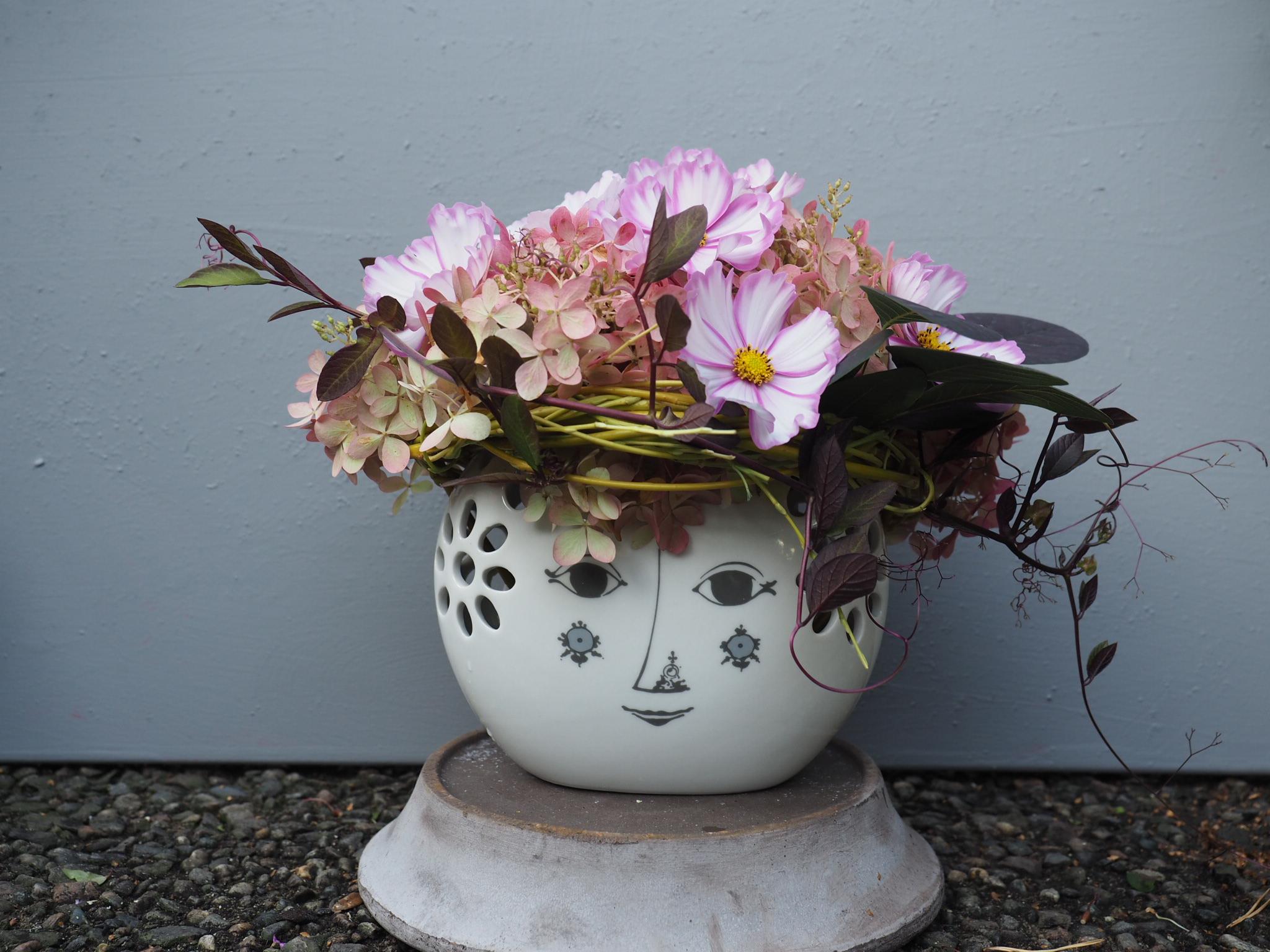 En annerledes vase fra Bjørn Wiinblad Denmark med mange ansikter.